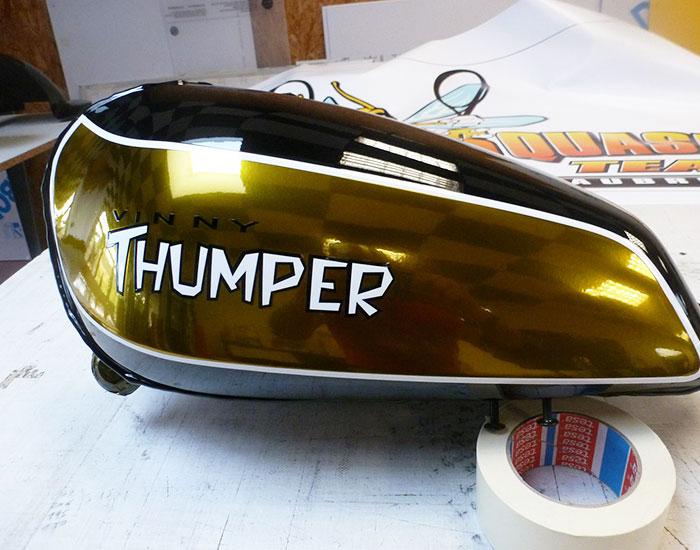 graffi-pub, chateaubriant, peinture moto, spécialiste de la peinture moto, peinture d`origine, peinture décorative, rétro, vintage, US, pin-up, casques, carénages, 44, peintre motos, professionnel